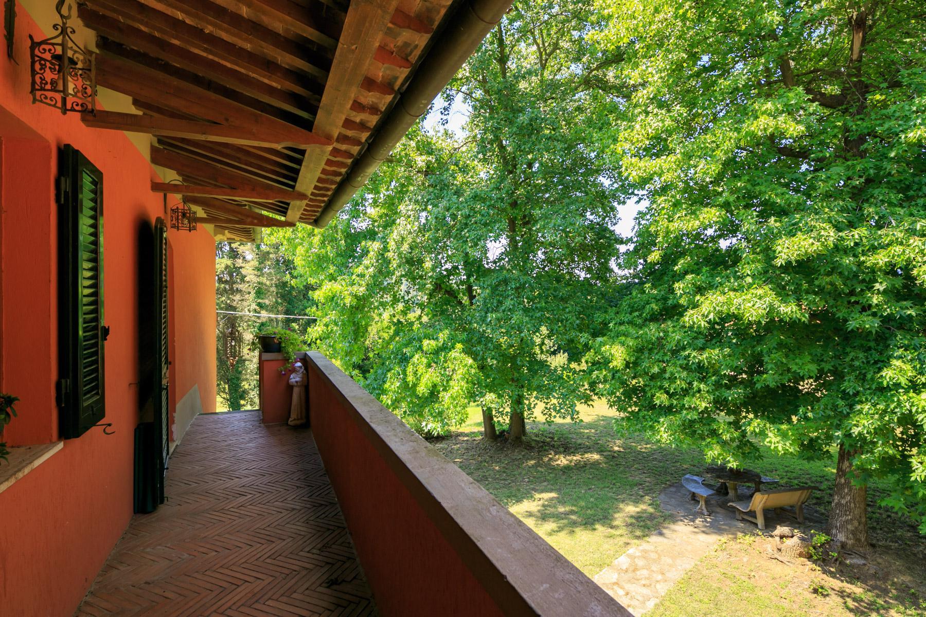Elegante Villa mit Park und Olivenhainen auf dem Land Luccas - 18