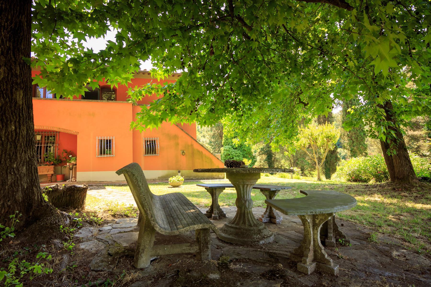 Elegante Villa mit Park und Olivenhainen auf dem Land Luccas - 20
