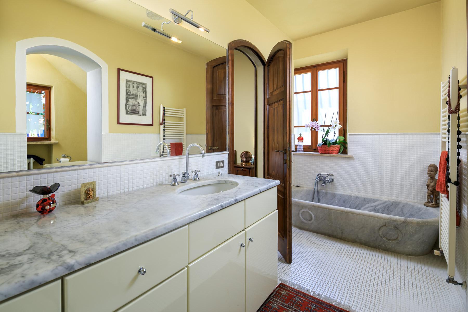 Elegante Villa mit Park und Olivenhainen auf dem Land Luccas - 10