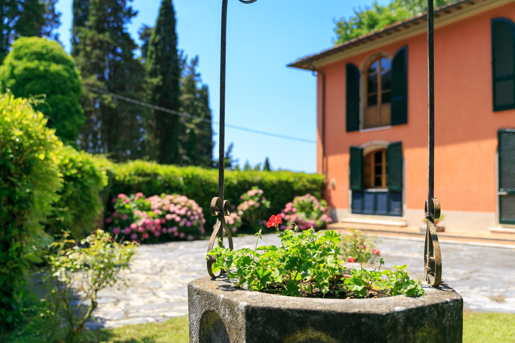 Elegante Villa mit Park und Olivenhainen auf dem Land Luccas - 3