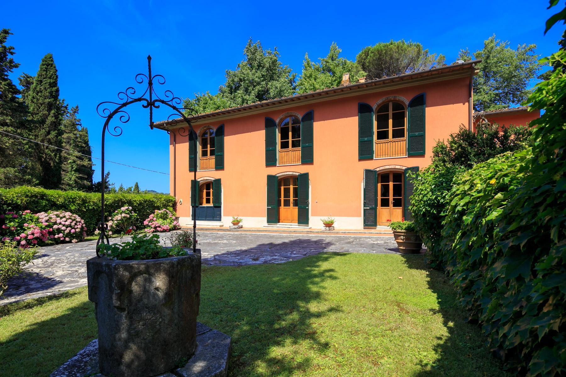 Elegante Villa mit Park und Olivenhainen auf dem Land Luccas - 2