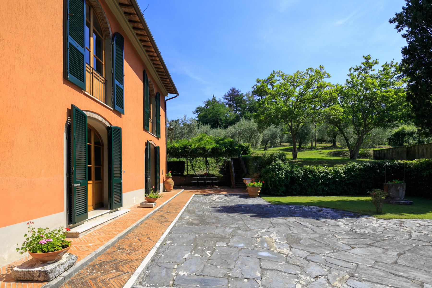 Elegante Villa mit Park und Olivenhainen auf dem Land Luccas - 16
