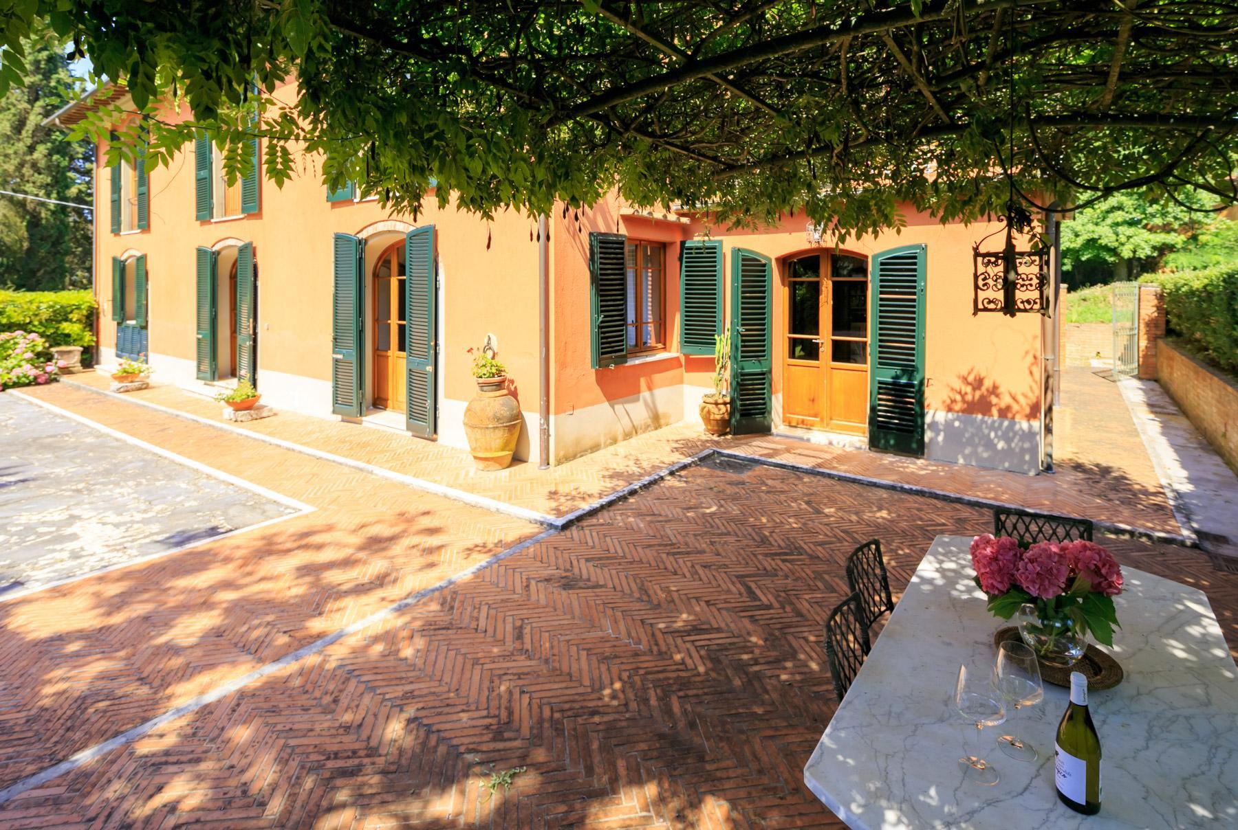 Elegante Villa mit Park und Olivenhainen auf dem Land Luccas - 12