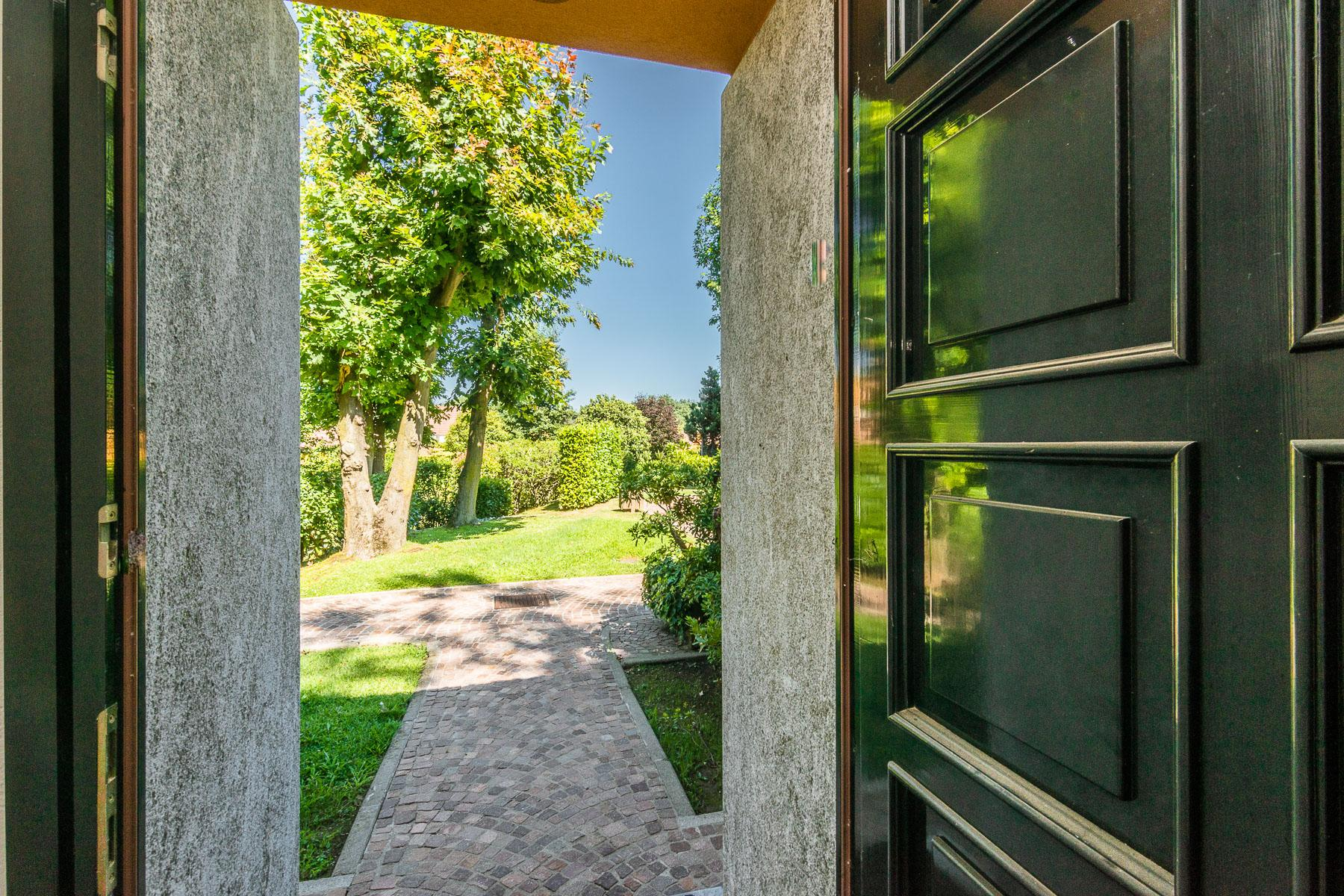 Elegant villa located within the golf club of Castelconturbia - 2