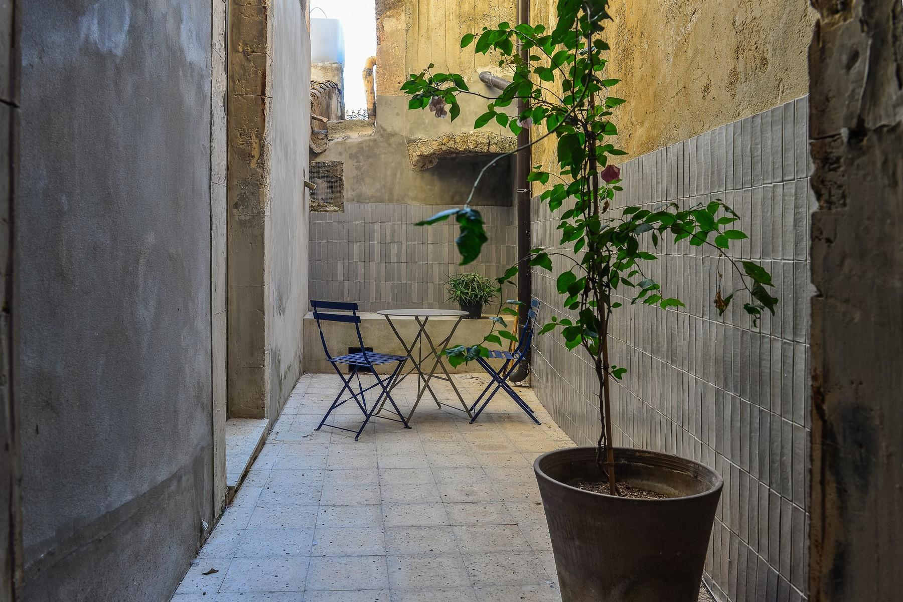 Renovated apartments with the original floors in Noto - 13