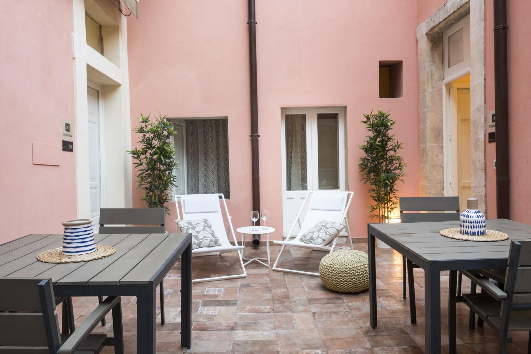 Renovated townhouse in Noto  - 11