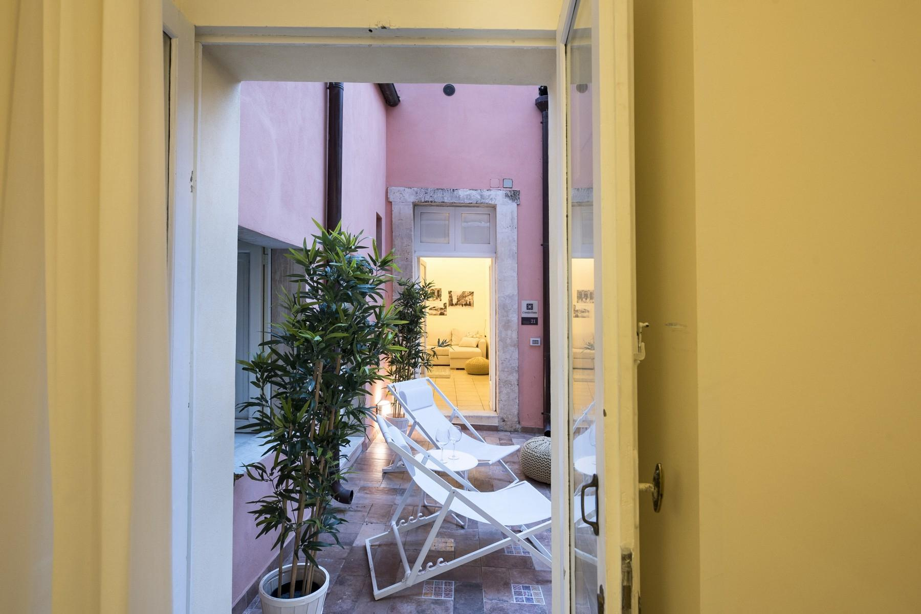 Renovated townhouse in Noto  - 10