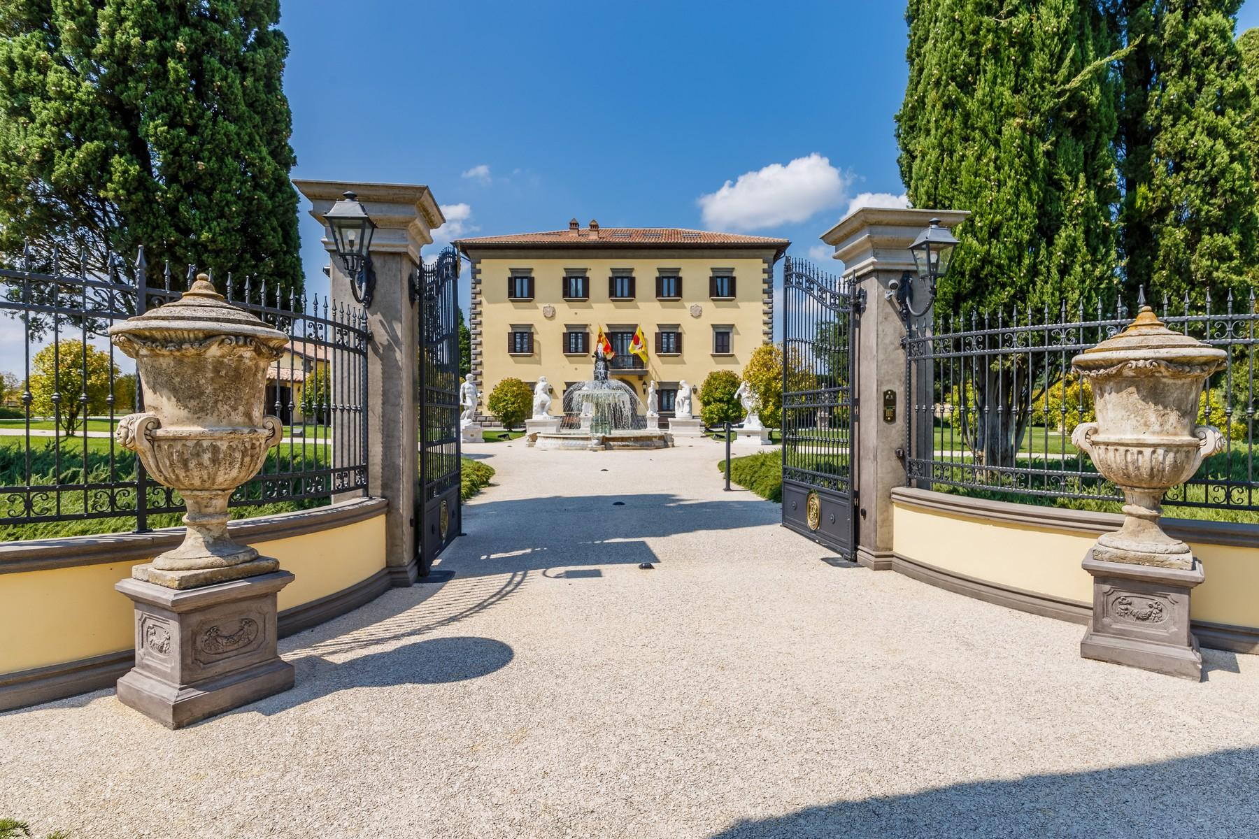 Luxury in quintessential Tuscany - 1