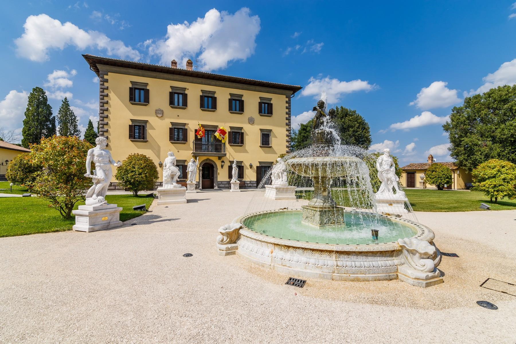 Luxury in quintessential Tuscany - 2