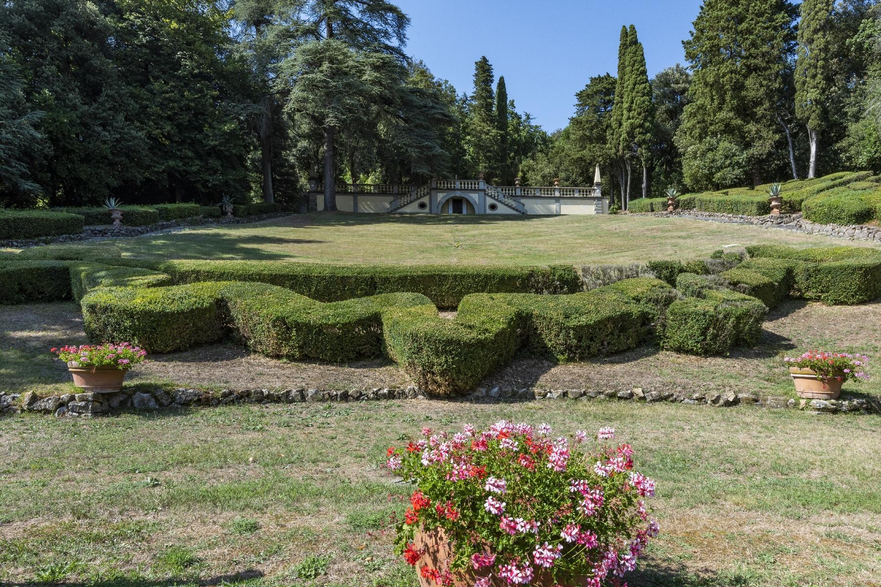 Maestosa Villa in stile Neo-Classico - 11