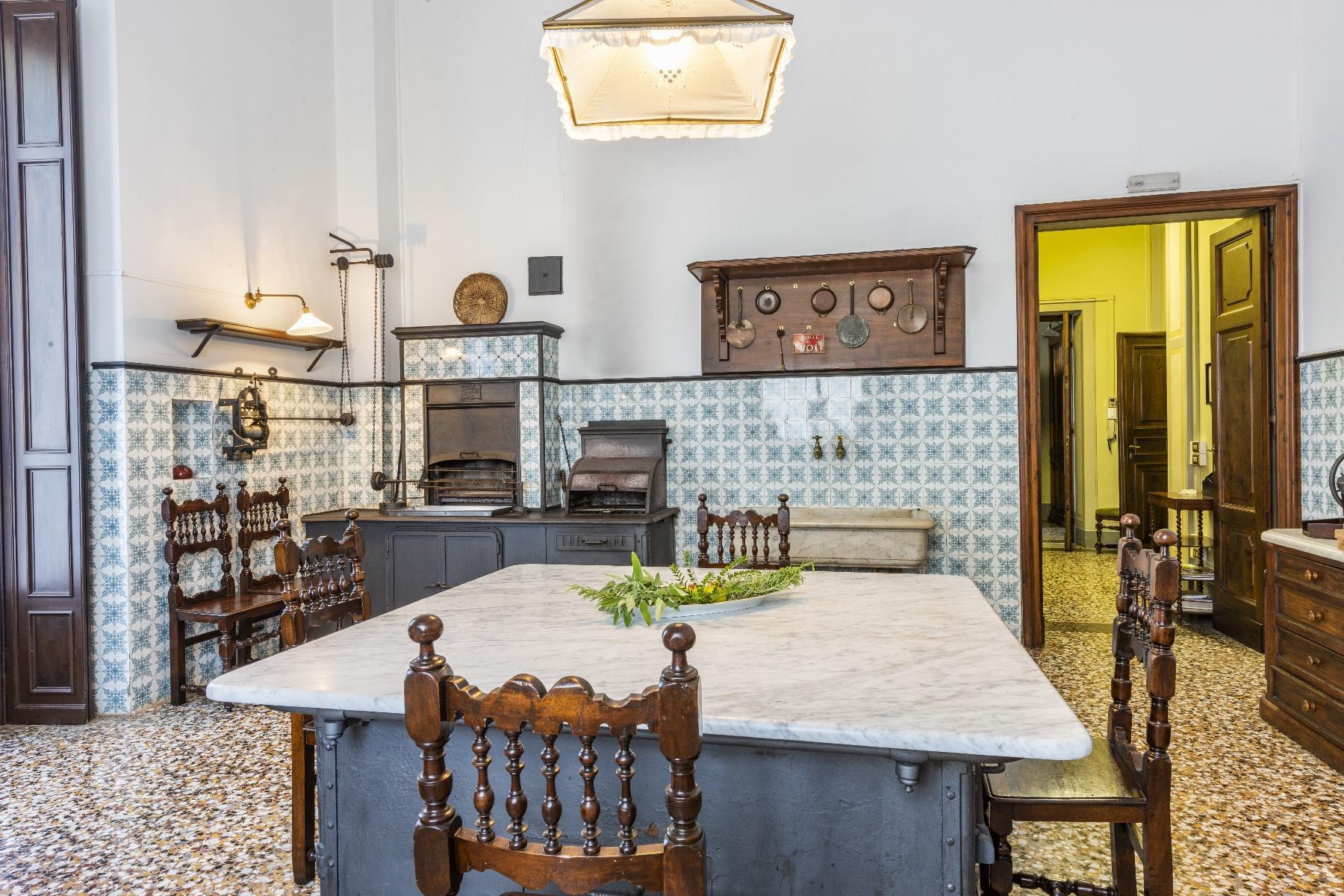 Maestosa Villa in stile Neo-Classico - 12