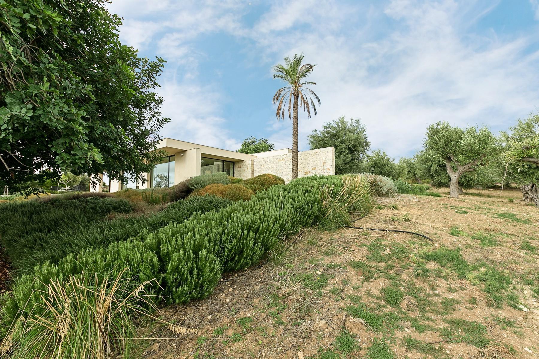 拥有游泳池和附属建筑当代设计的别墅 - 31