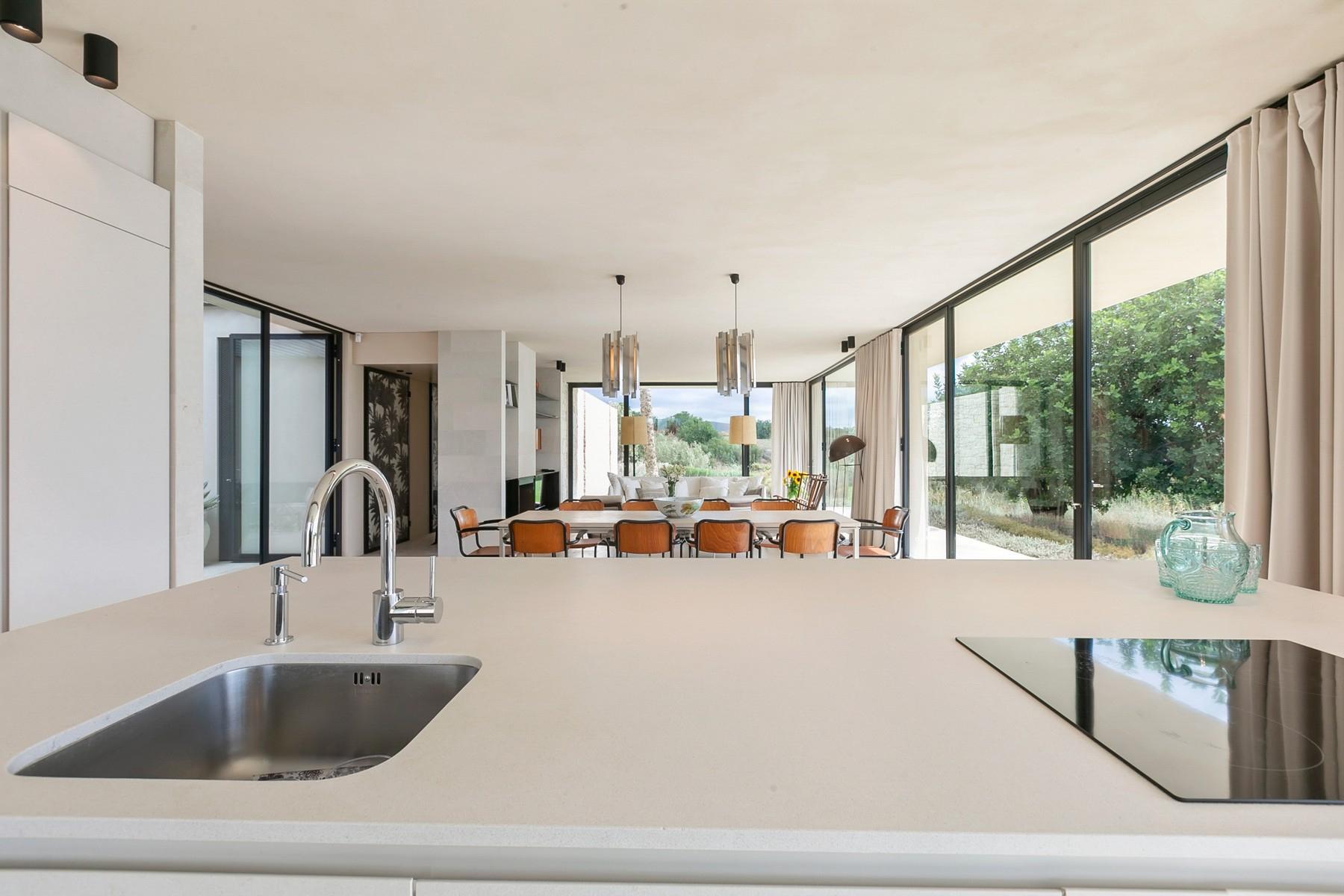 拥有游泳池和附属建筑当代设计的别墅 - 9