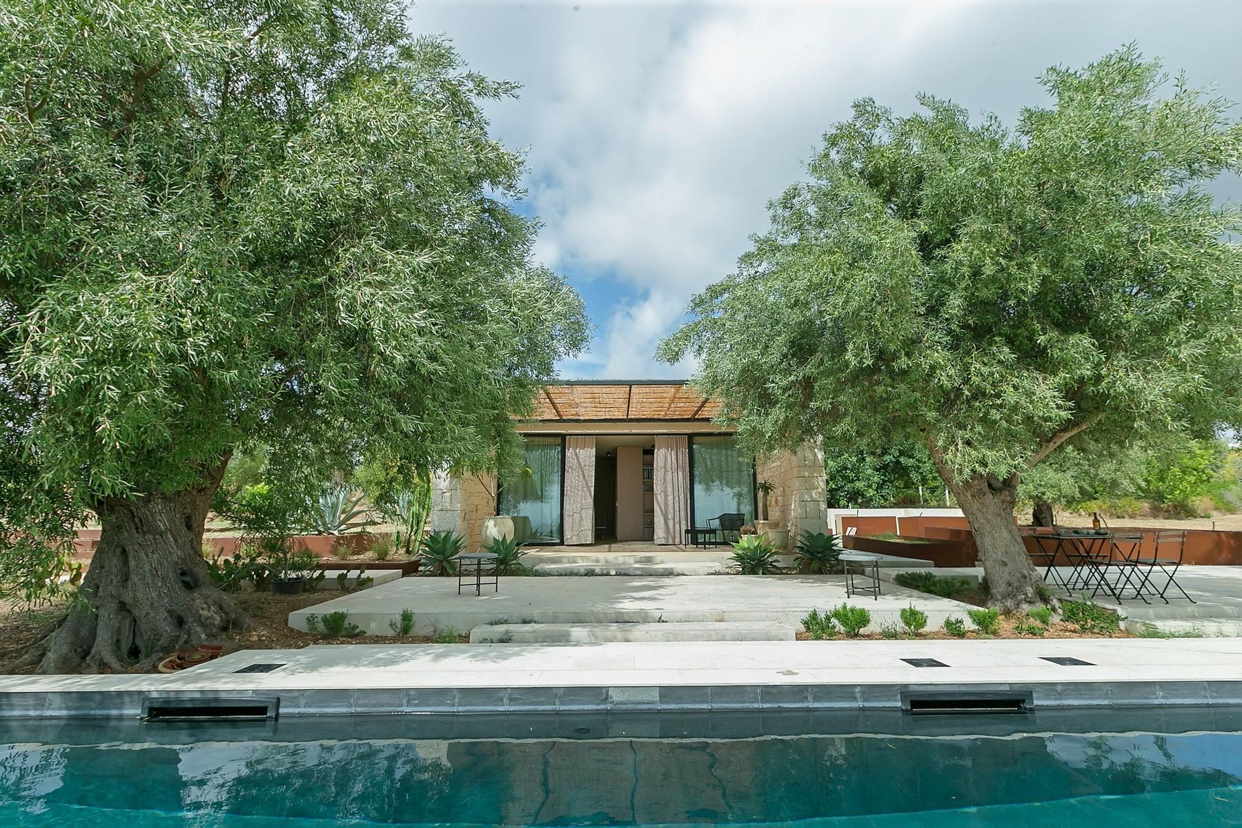 拥有游泳池和附属建筑当代设计的别墅 - 25