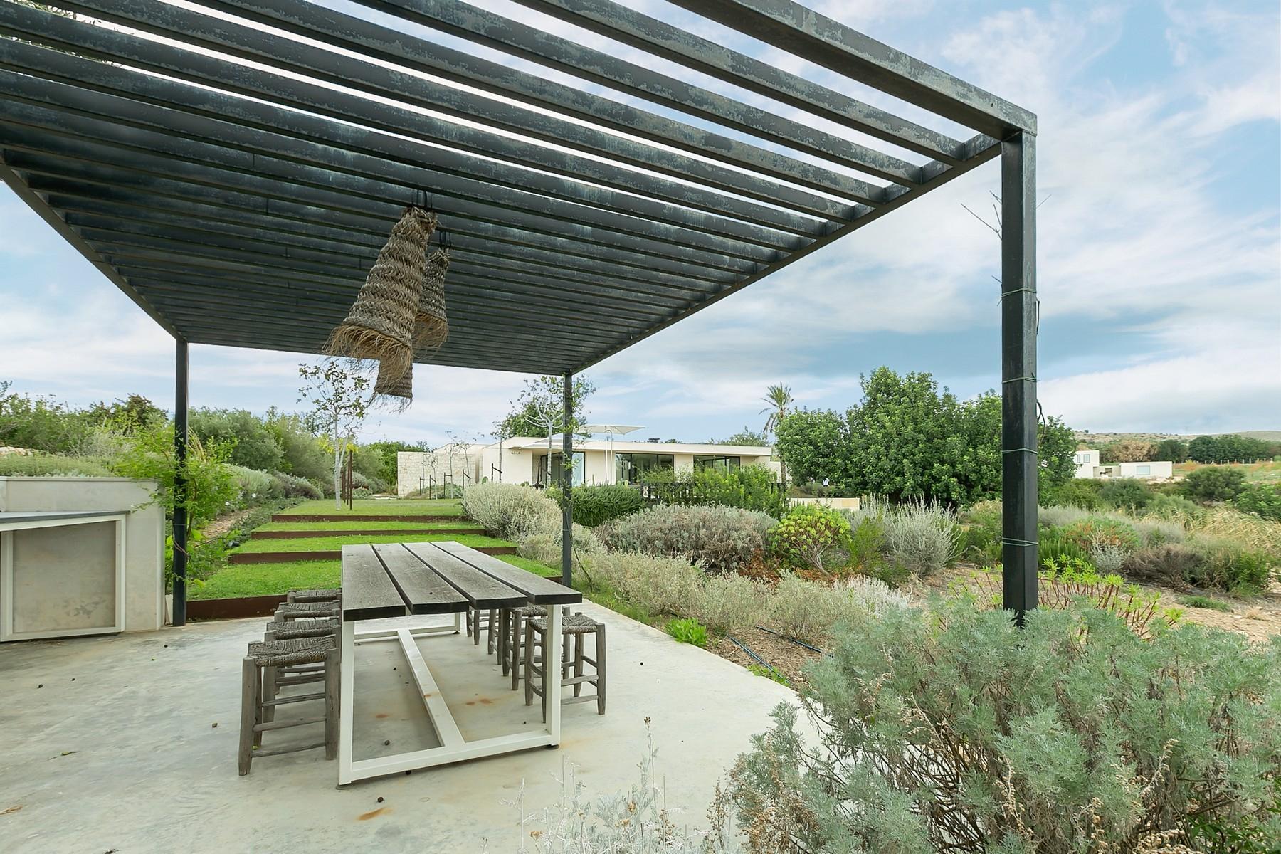 拥有游泳池和附属建筑当代设计的别墅 - 10