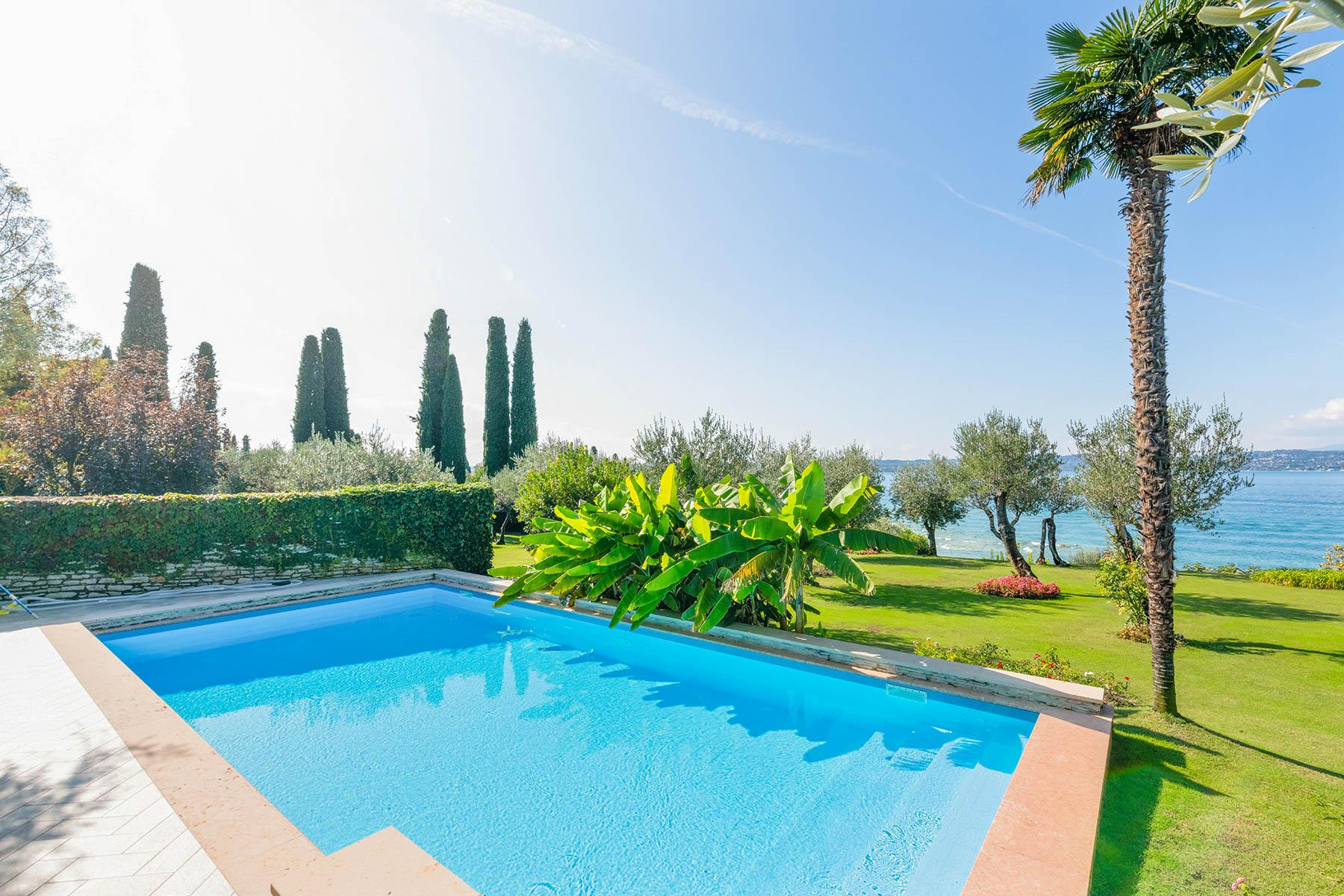 Exclusive pieds dans l'eau villa on the peninsula of Sirmione - 7