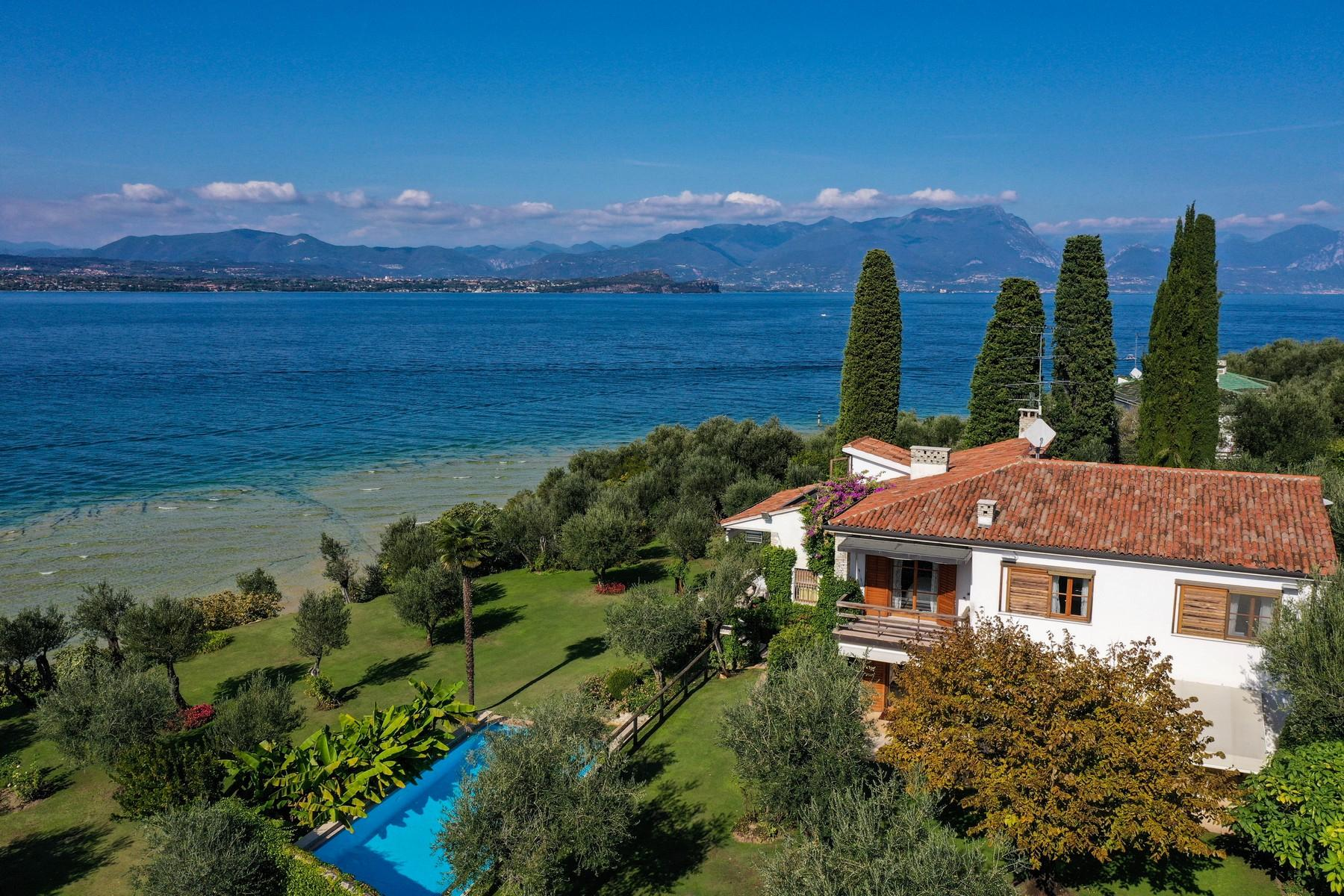 Exclusive pieds dans l'eau villa on the peninsula of Sirmione - 4