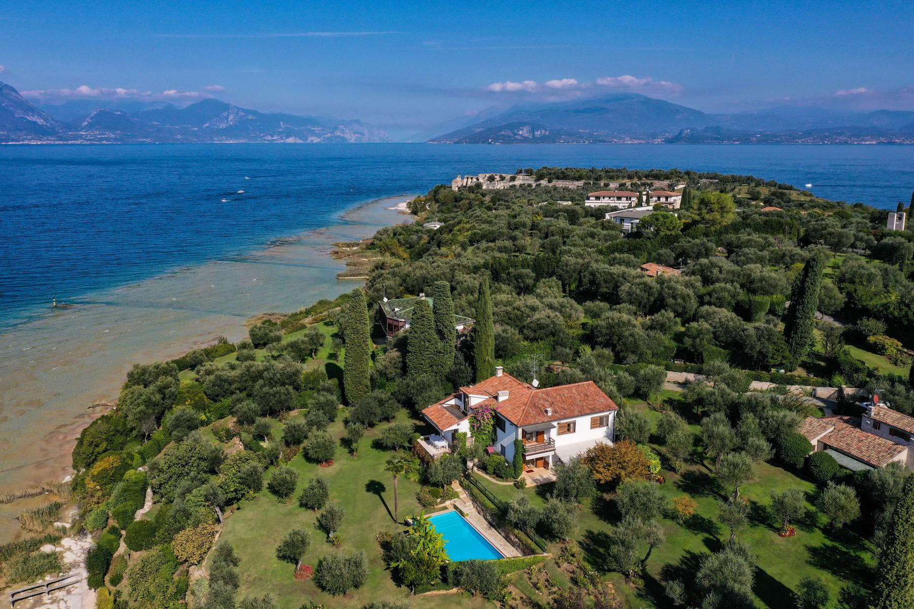 Exclusive pieds dans l'eau villa on the peninsula of Sirmione - 3