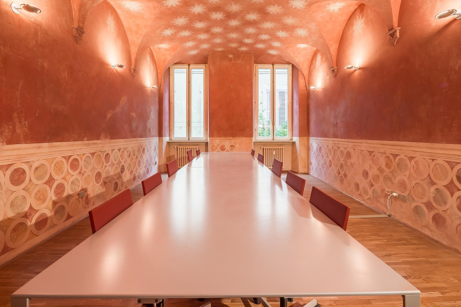 Elegant frescoed office in a historic 18th century building - 4