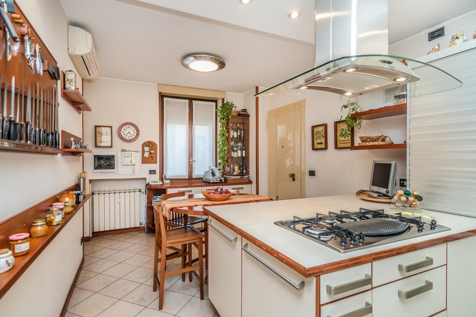Elegant 250 sqm apartment with terraces - 17