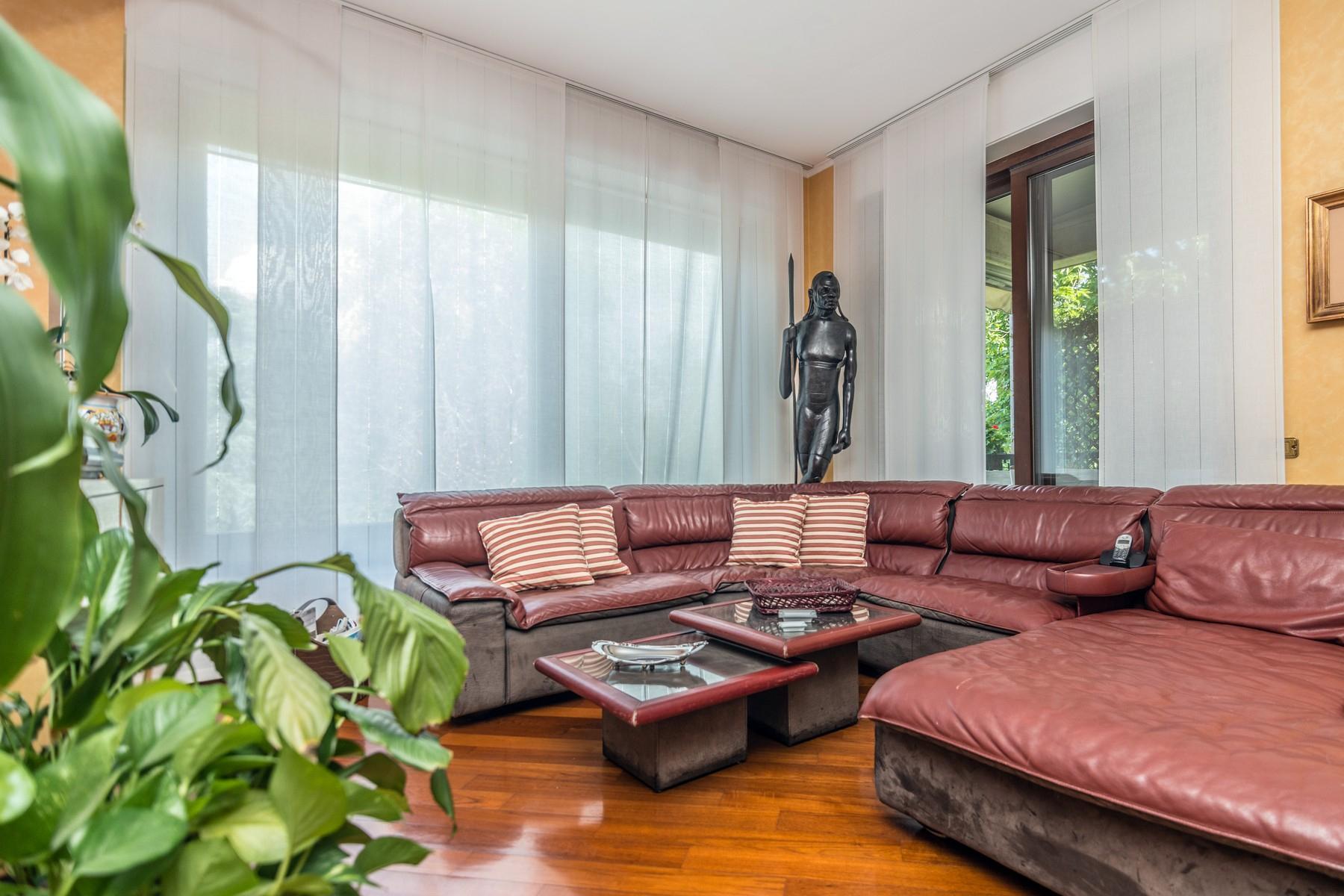 Elegant 250 sqm apartment with terraces - 12