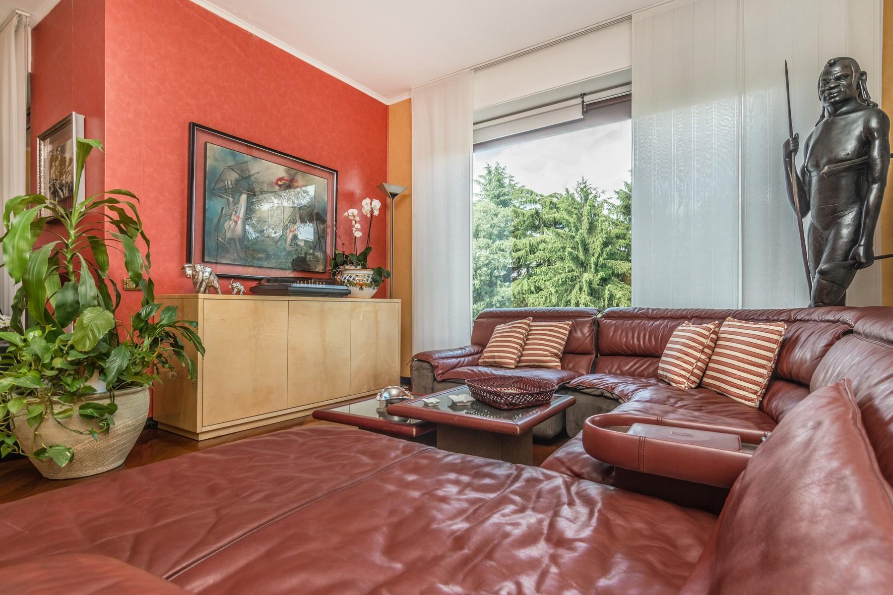 Elegant 250 sqm apartment with terraces - 13