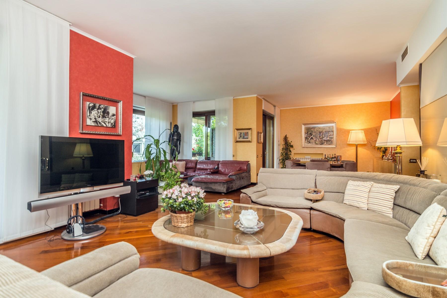 Elegant 250 sqm apartment with terraces - 10