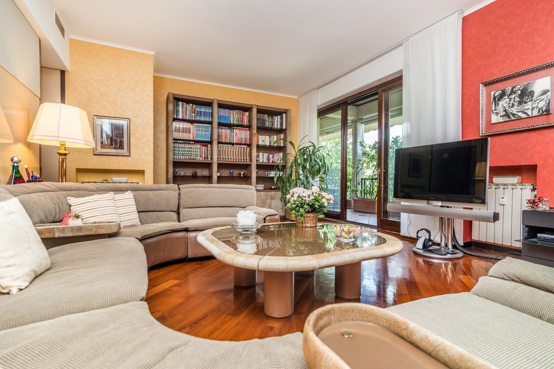 Elegant 250 sqm apartment with terraces - 11