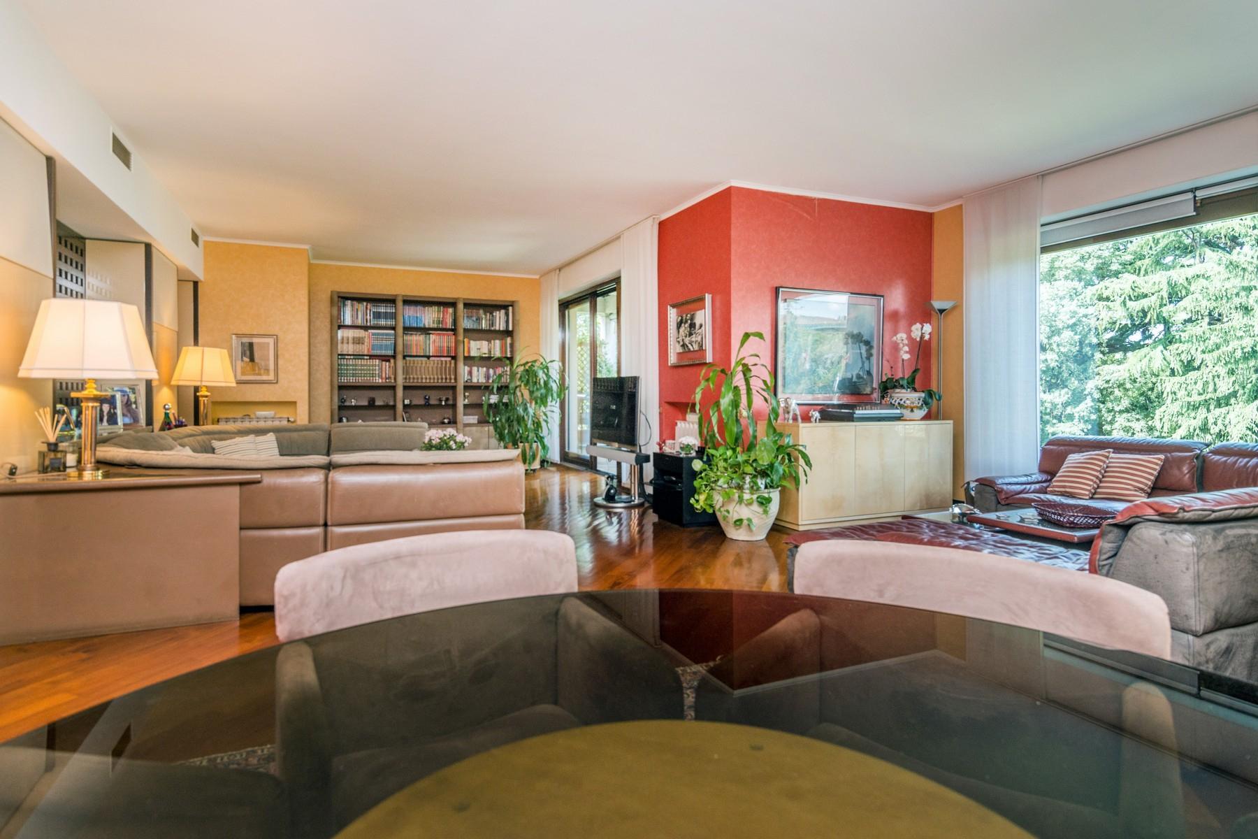 Elegant 250 sqm apartment with terraces - 9