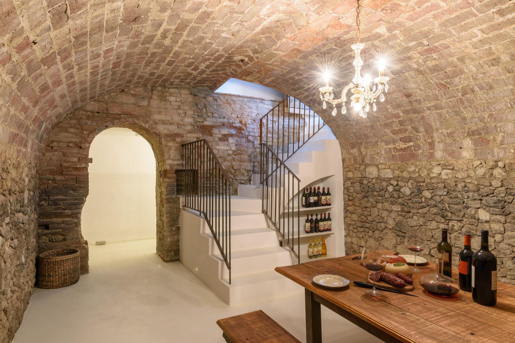 Elegant 13th century country villa - 14