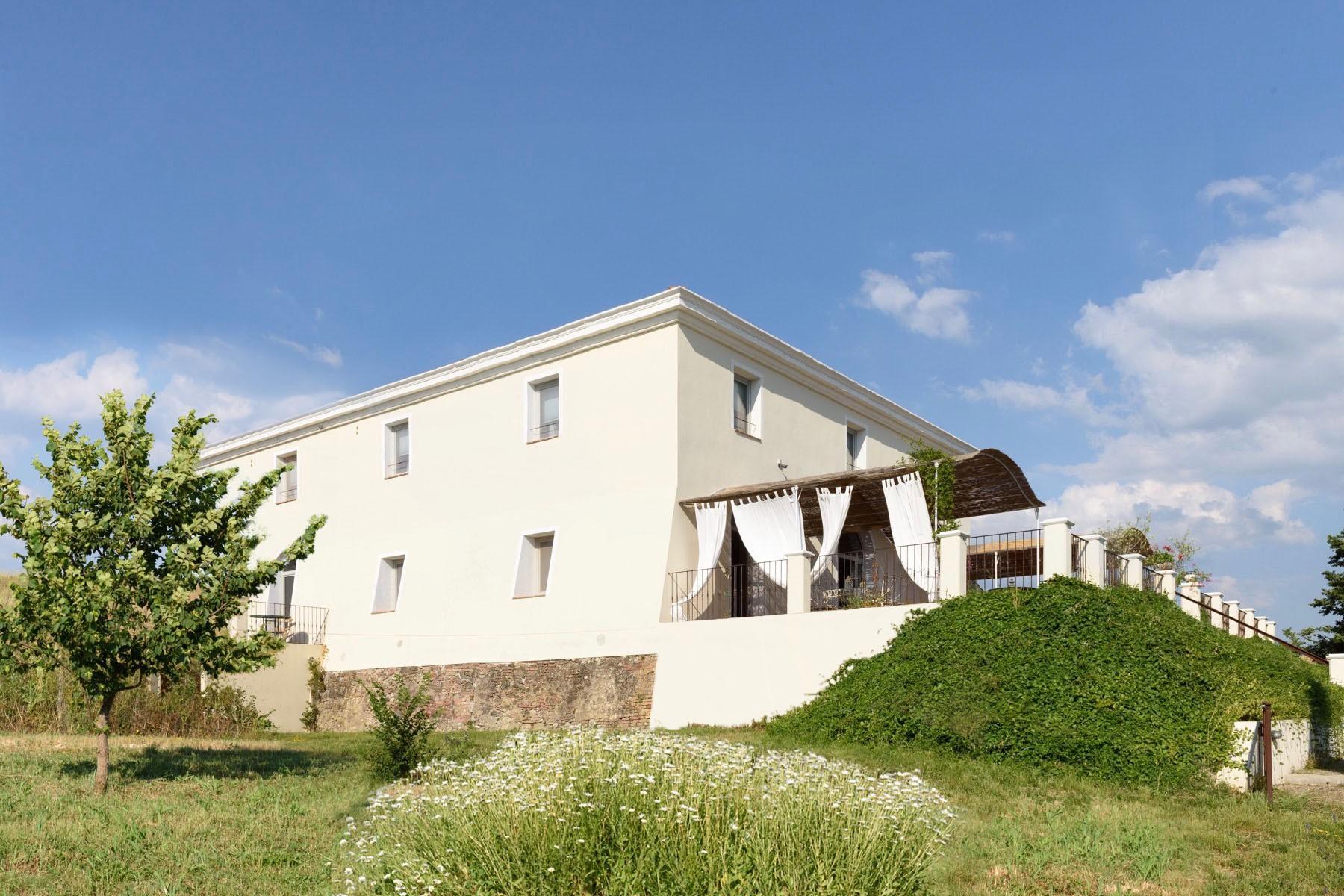 Elegant 13th century country villa - 2