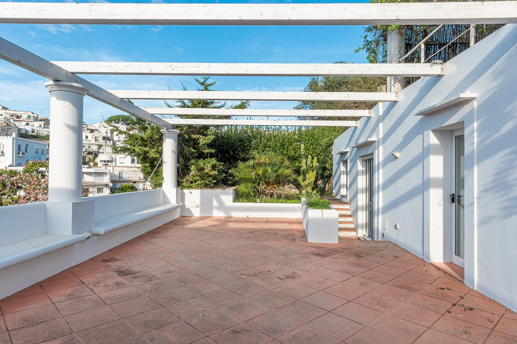Panoramic villa with swimming pool in Anacapri city center - 4
