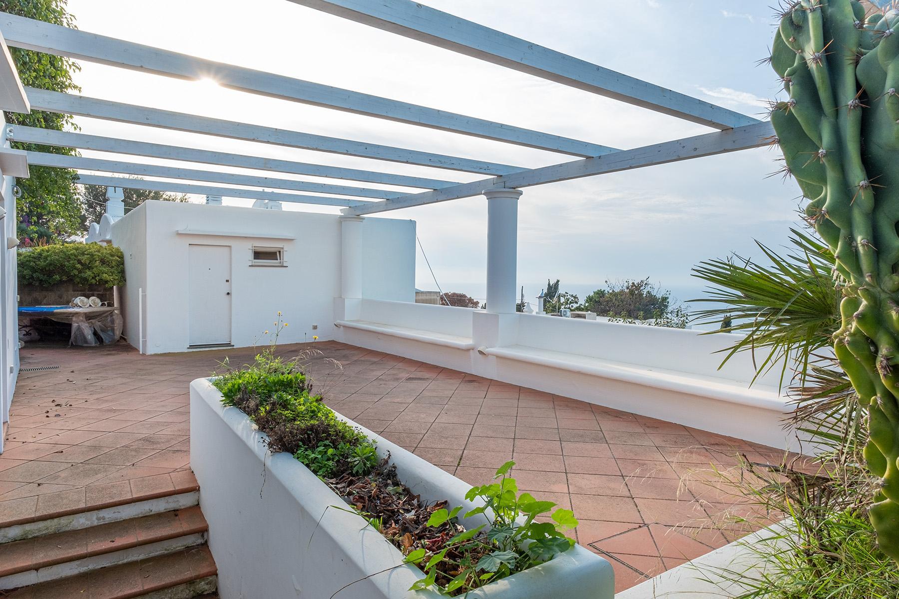 Panoramic villa with swimming pool in Anacapri city center - 18