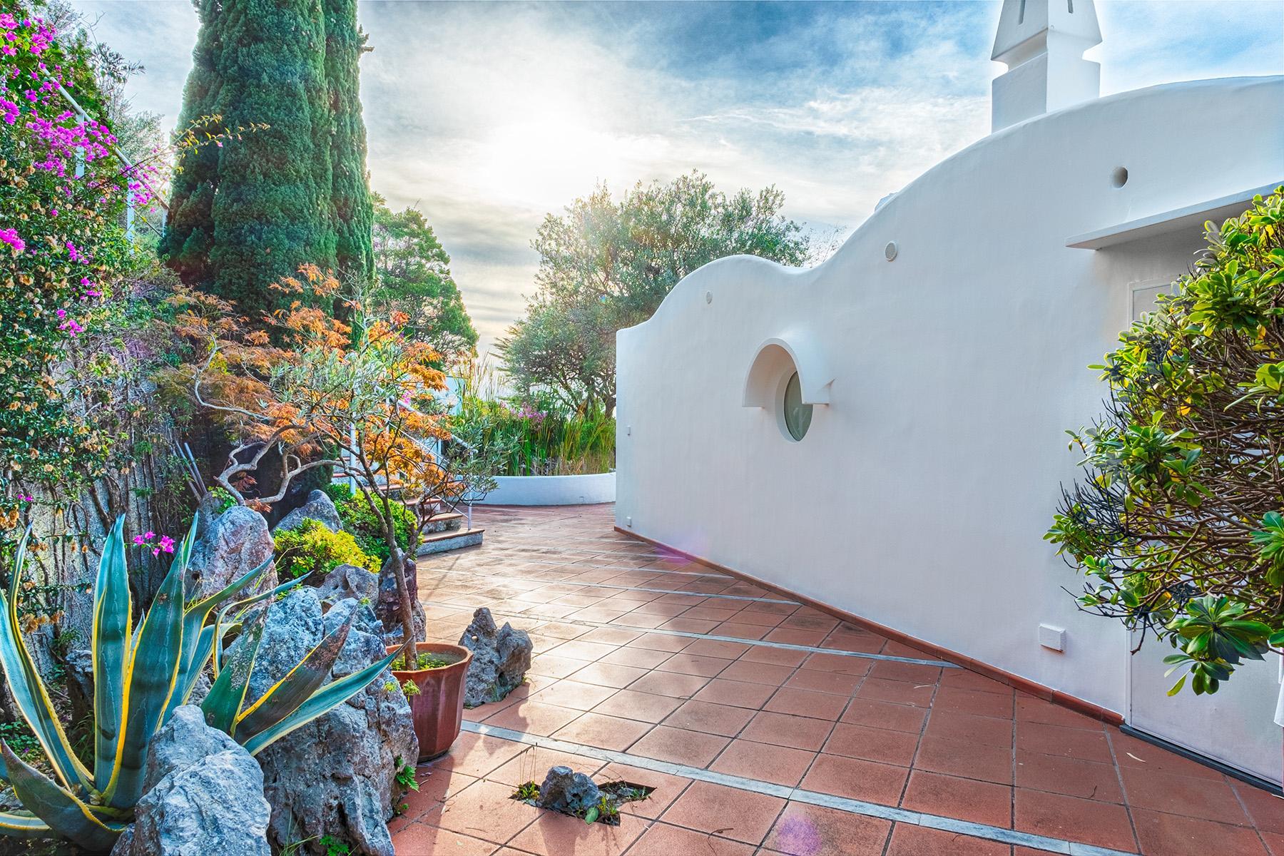 Panoramic villa with swimming pool in Anacapri city center - 9