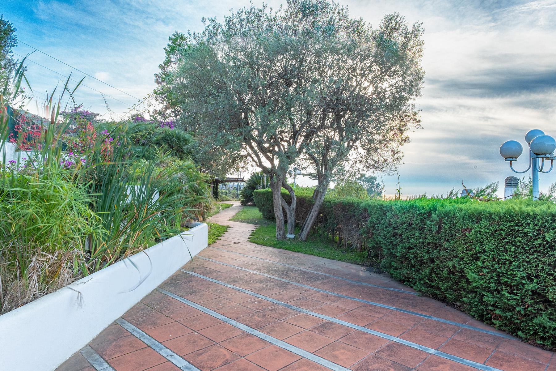 Panoramic villa with swimming pool in Anacapri city center - 13