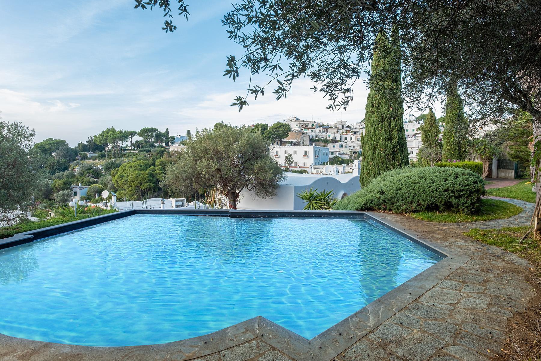 Panoramic villa with swimming pool in Anacapri city center - 1