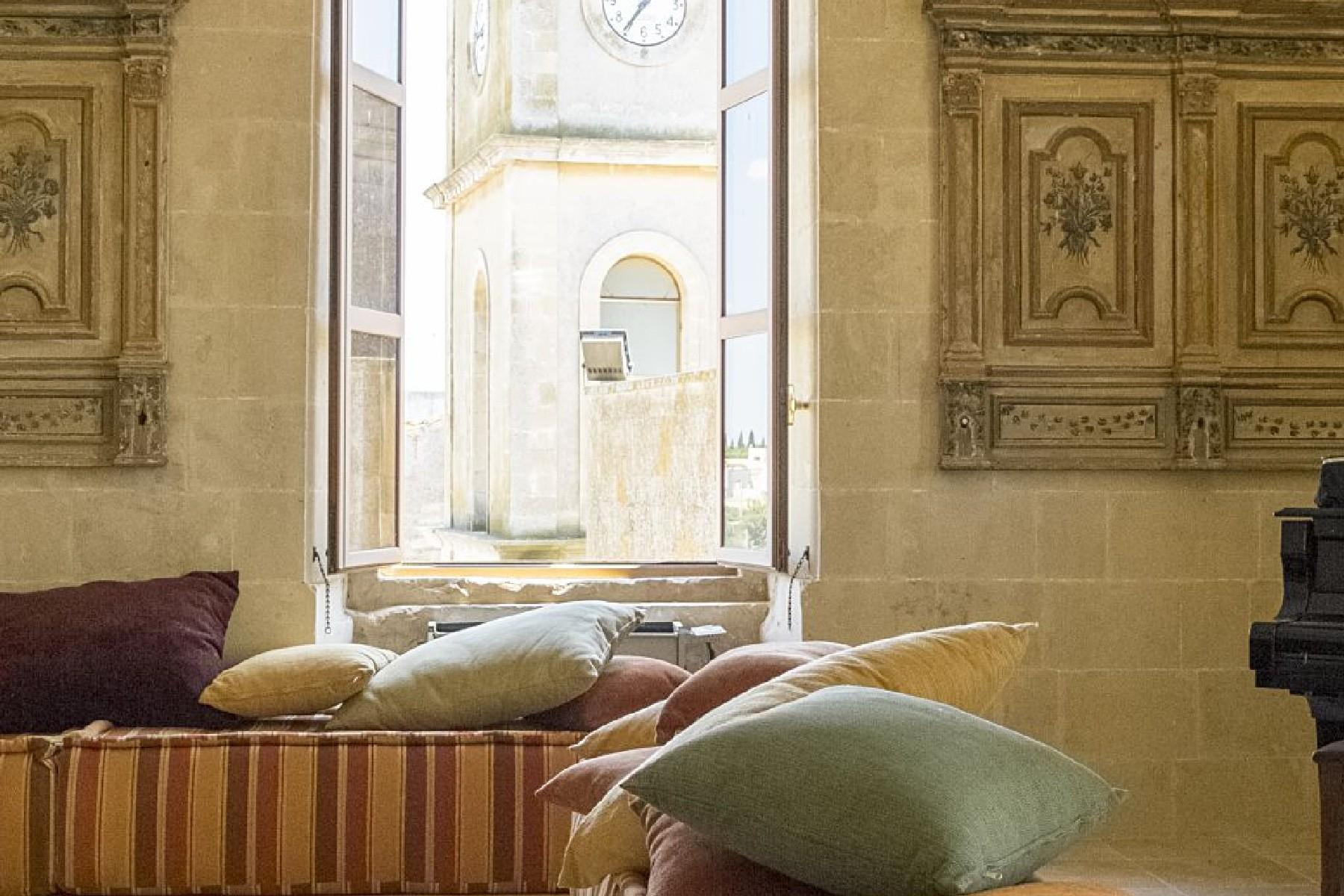 Palais ancien et imposant à proximité immédiate de la ville baroque de Lecce - 3