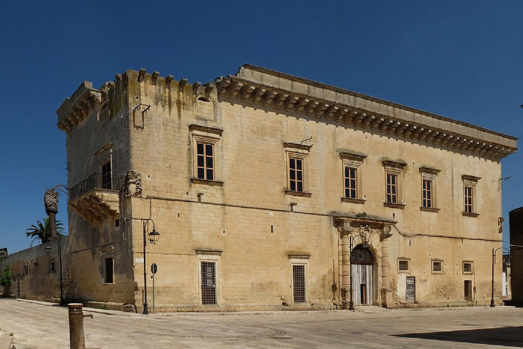 Ancient and imposing Palace in the neighborhood of the Baroque city of Lecce - 1