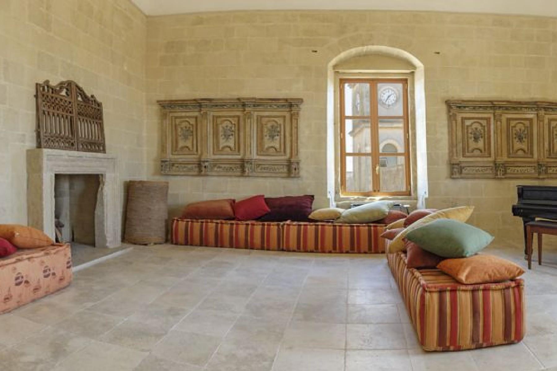 Antico ed imponente Palazzo nelle immediate vicinanze della Lecce barocca - 8