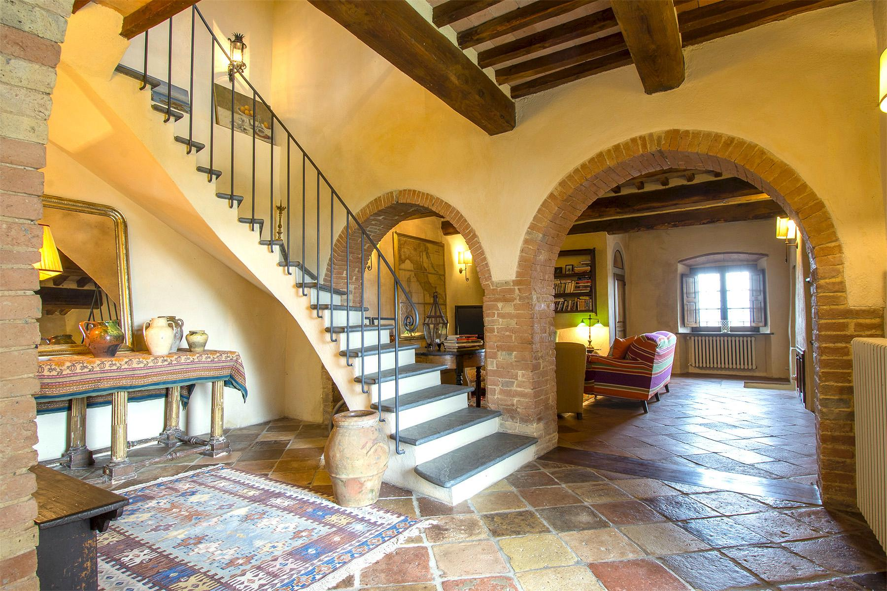 An enchanting villa in Florentine Chianti - 32