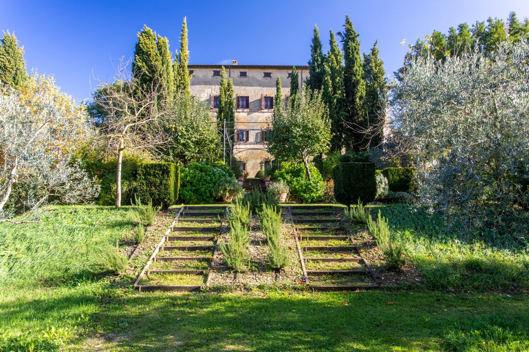 中世纪村庄Oliveto山顶上的雄壮宫殿 - 27