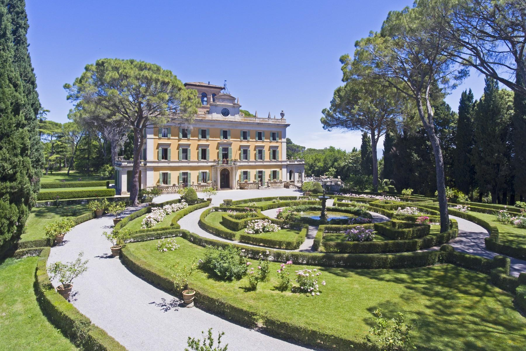 Magnificent historical villa with typical italian garden in Umbria - 1