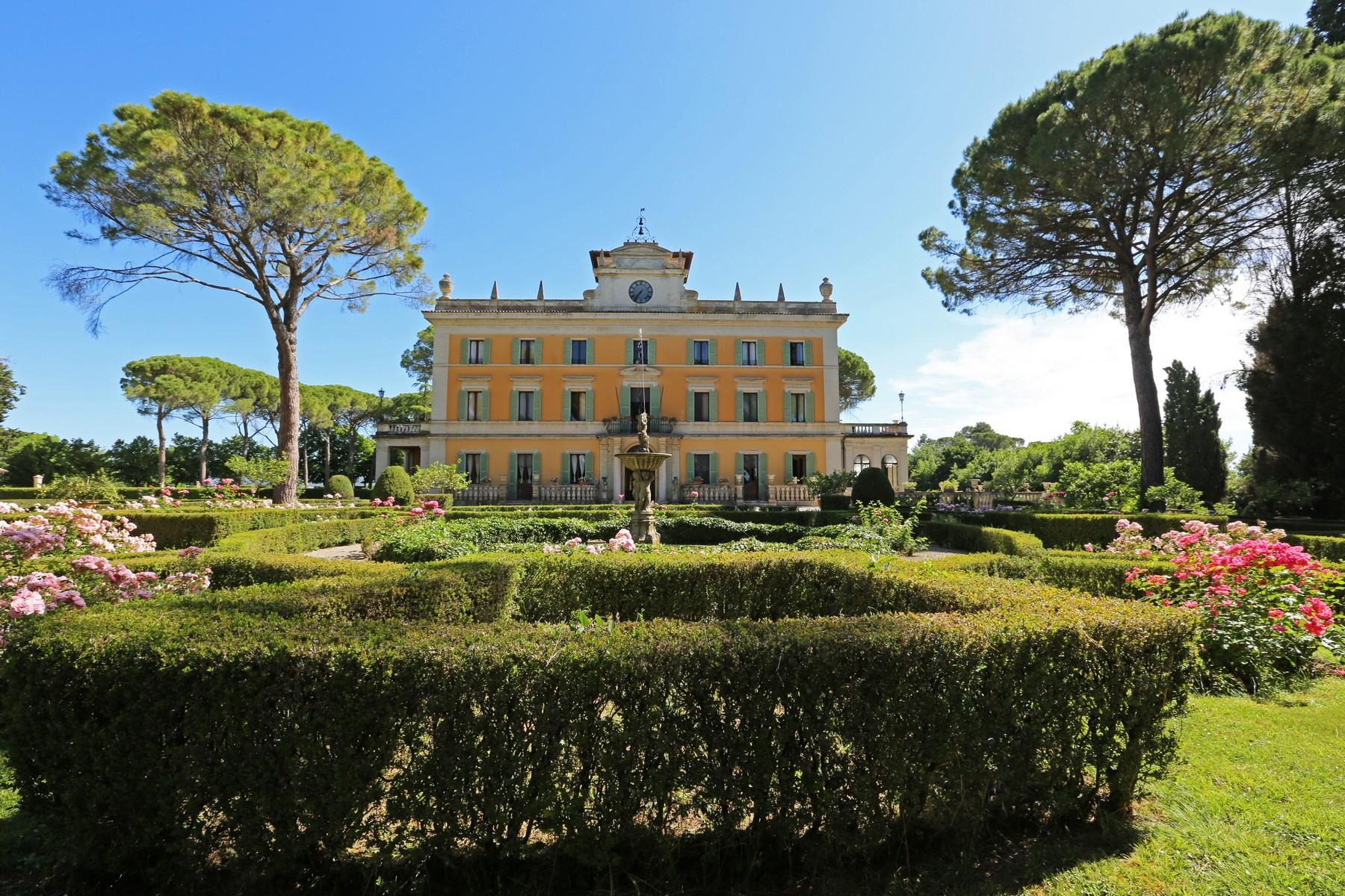 Magnificent historical villa with typical italian garden in Umbria - 2