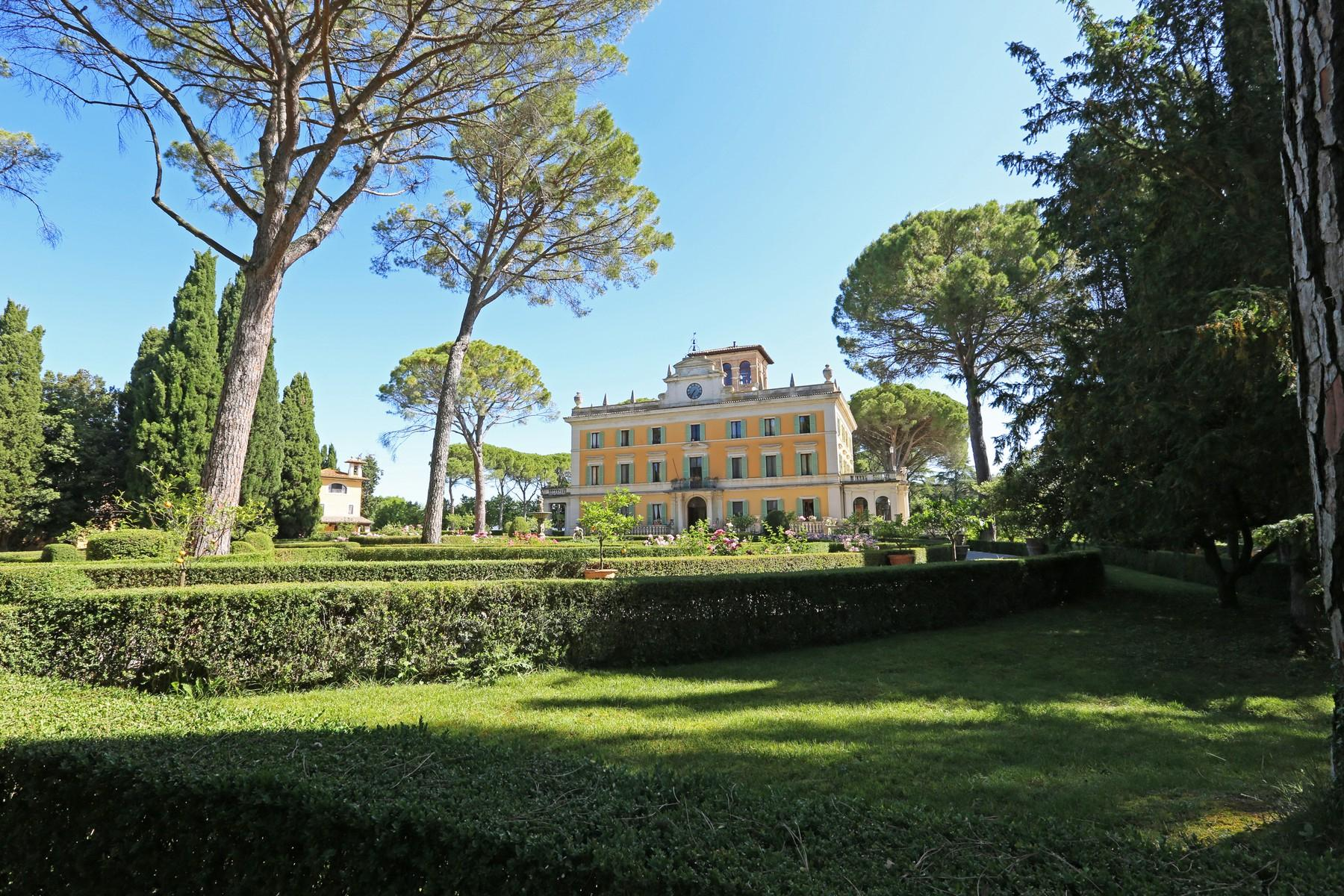 Magnificent historical villa with typical italian garden in Umbria - 4