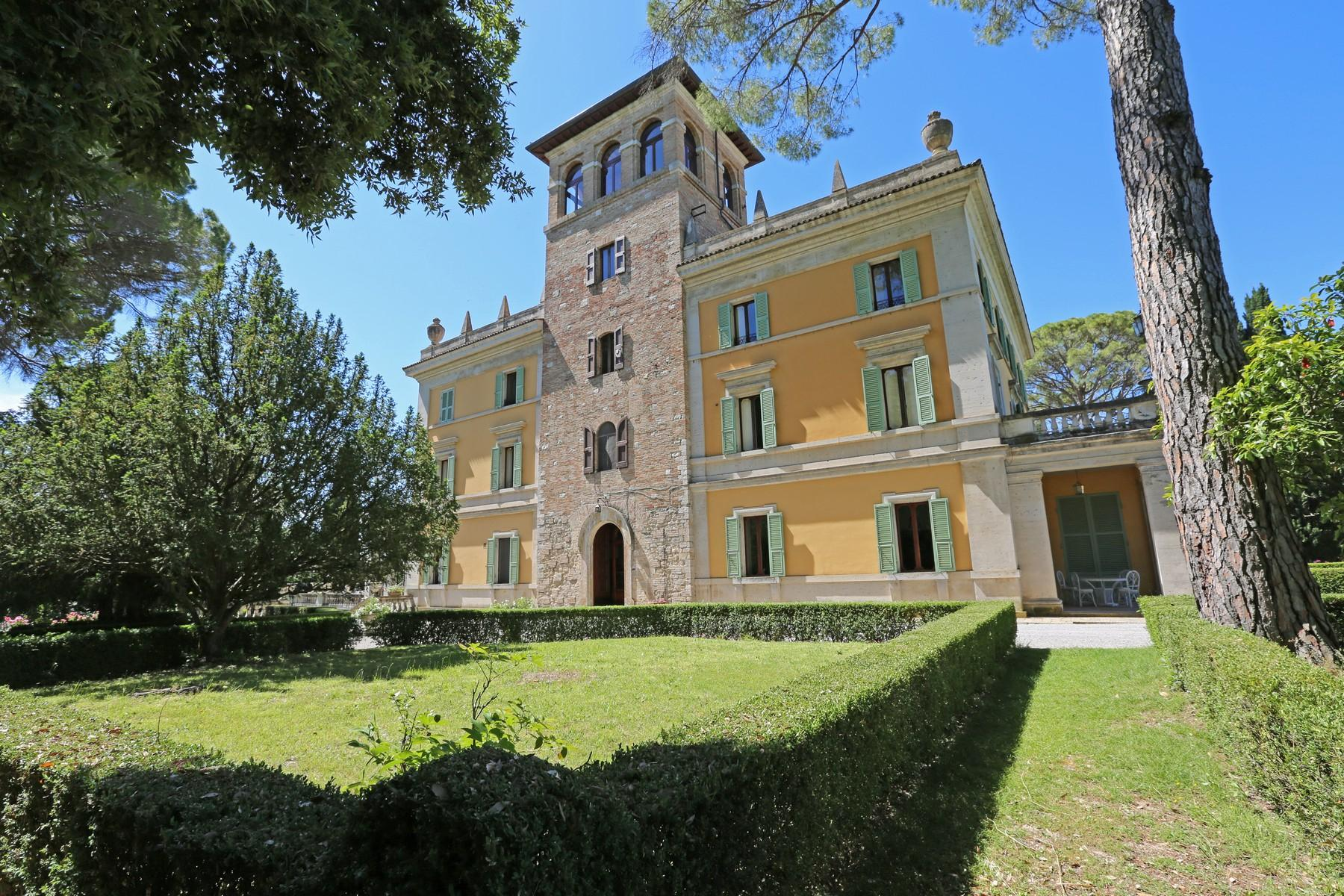 Magnificent historical villa with typical italian garden in Umbria - 3