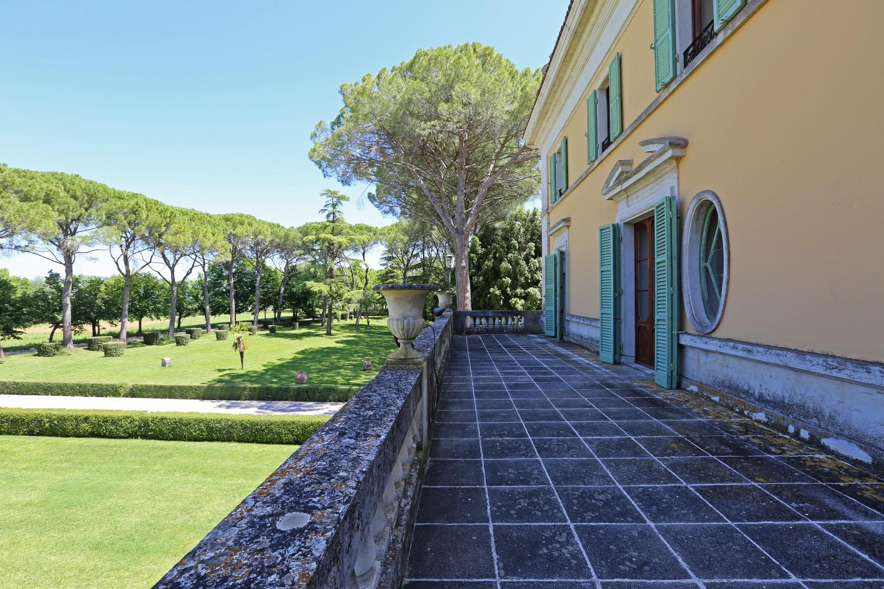 Magnificent historical villa with typical italian garden in Umbria - 23