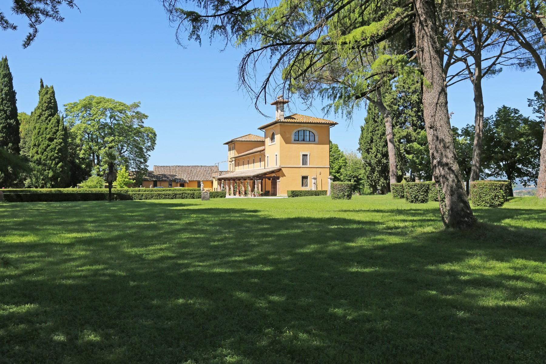 Magnificent historical villa with typical italian garden in Umbria - 17