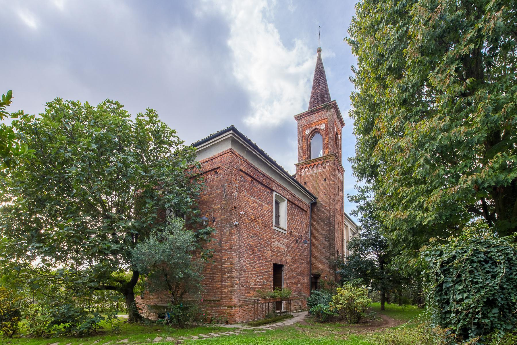 Storica chiesa sconsacrata, adibita ad abitazione, con giardino - 1