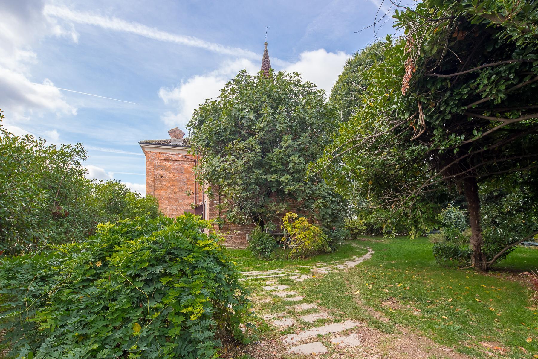 Storica chiesa sconsacrata, adibita ad abitazione, con giardino - 31