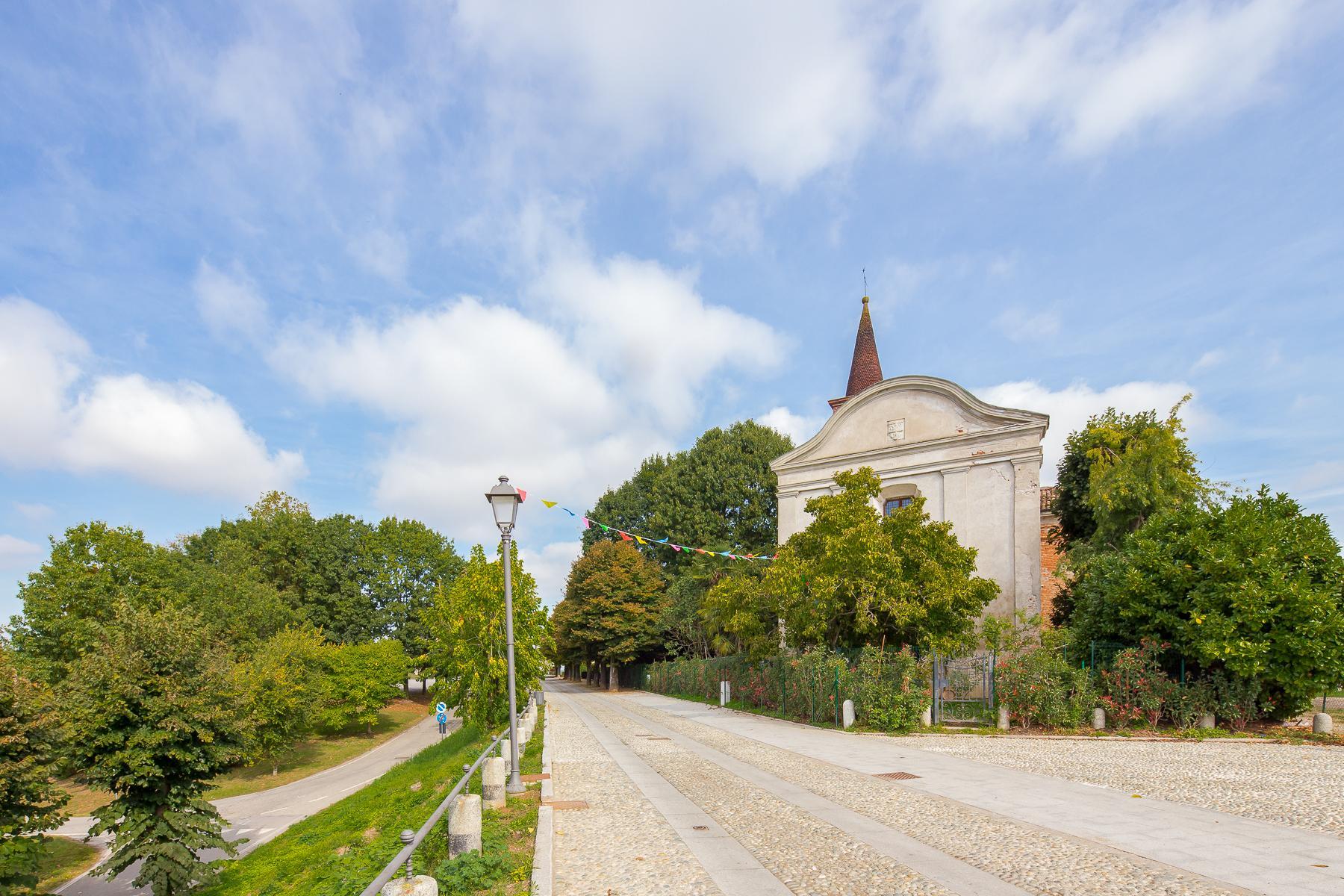 Storica chiesa sconsacrata, adibita ad abitazione, con giardino - 32